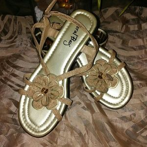 Never Worn Coral Bay Sandals